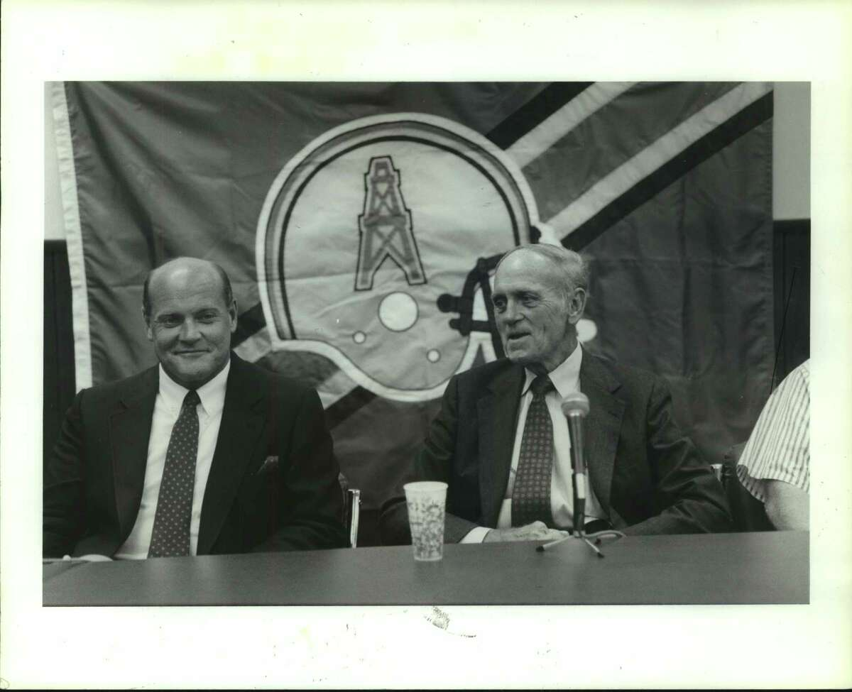 Houston Oilers' assistant general manager and defensive coordinator Floyd Reese, left, and General Manager Mike Holovak discuss the team's draft possibilities at a news conference Wednesday.