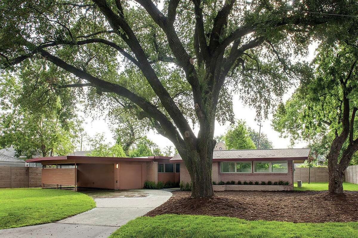 Parra Design Group, Ltd., received a 2020 Good Brick Award from Preservation Houston for rehabilitating the Milton & Carrie Curtis House (1953) in Fifth Ward.