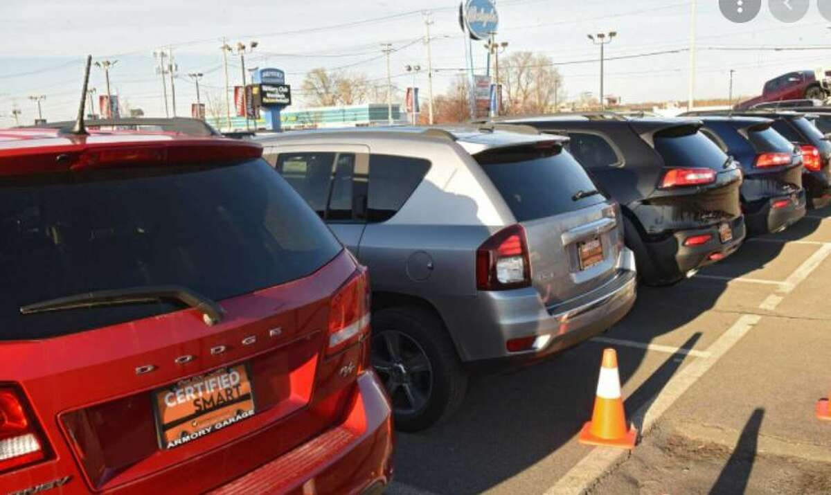 Auto brokers and dealers are in a tug-o-war over regulations.