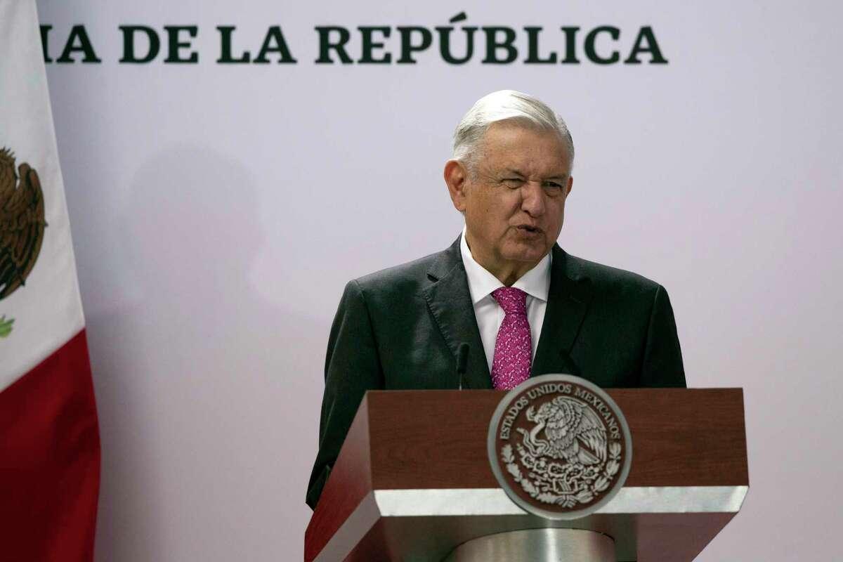El presidente mexicano Andrés Manuel López Obrador anunció el jueves que dejará en manos de los militares la recién creada Agencia Nacional de Aduanas de México para combatir el contrabando de combustible y la introducción en el país de armas y drogas.