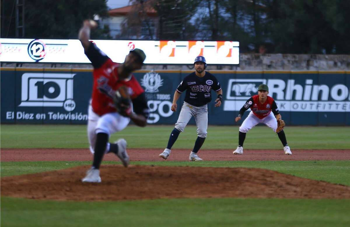 Roberto Valenzuela went a perfect 5-for-5 with an RBI as the Tecolotes Dos Laredos defeated the Generales de Durango in the 10th inning Thursday.