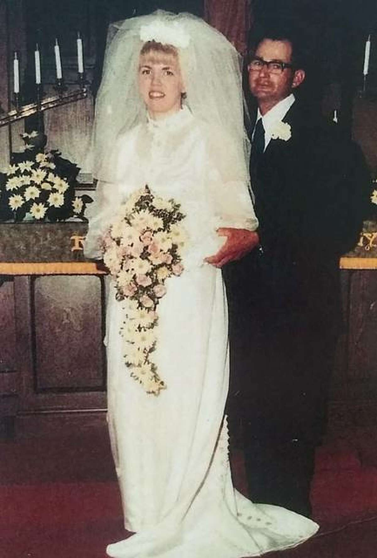 Harold and Carolyn Welling at their wedding