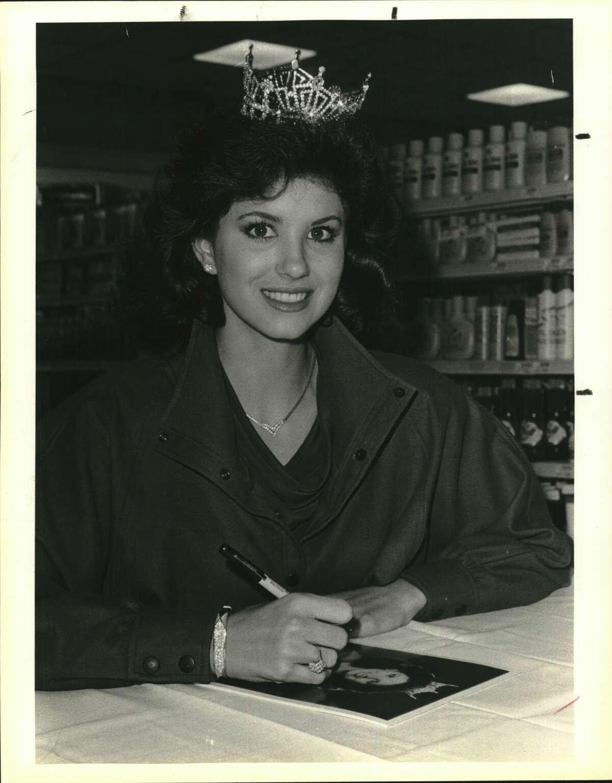 Miss Texas, Tamara Hext at an HEB opening
