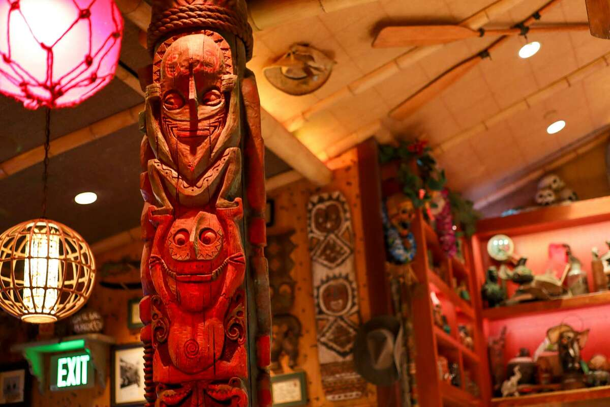 Trader Sam's looks like the Enchanted Tiki Room but tells a Jungle Cruise-inspired story.