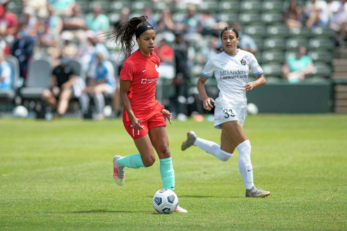 Makamea Gomera-Stevens, guarding Kansas City's Jessica Silva, joined Houston sooner than expected after the NWSL draft in April.