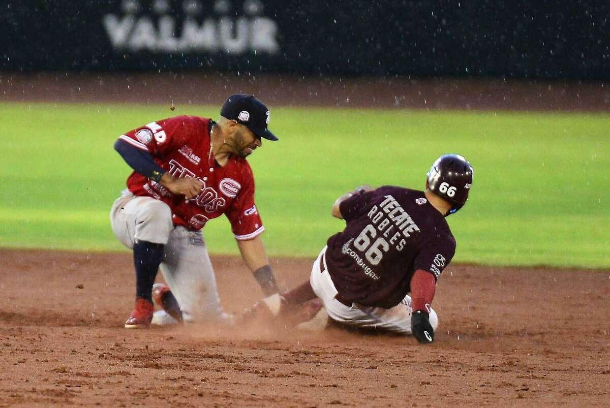 The Tecolotes Dos Laredos fell 4-2 to the Algodoneros de Union Laguna on Saturday.