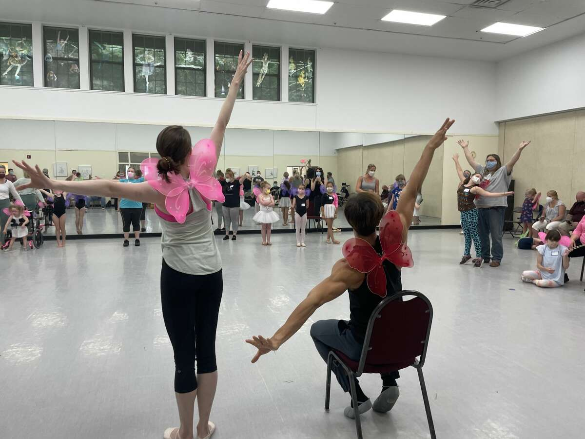 Meaghan Dutton-O'Hara and Davide Riccardo, dancers with the New York City Ballet who conducted the workshop.