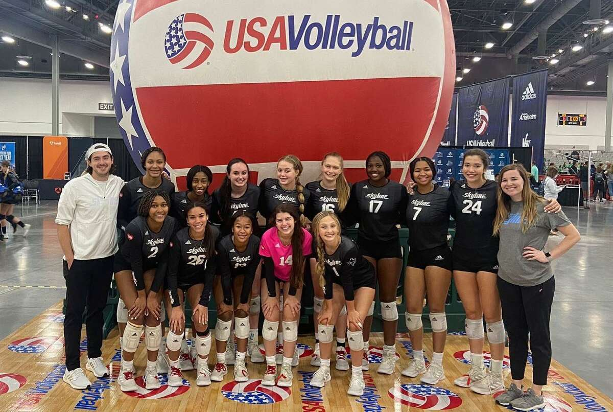 The Houston Skyline 15 Royal won a silver medal in the 15 National division at the USAV Girls Junior National Championship, June 26-July 5 in Las Vegas.