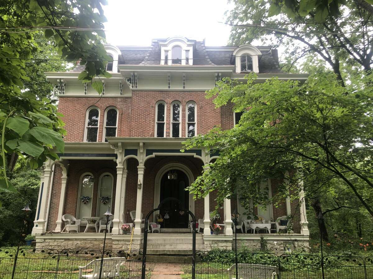 The front of McPike Mansion in Alton