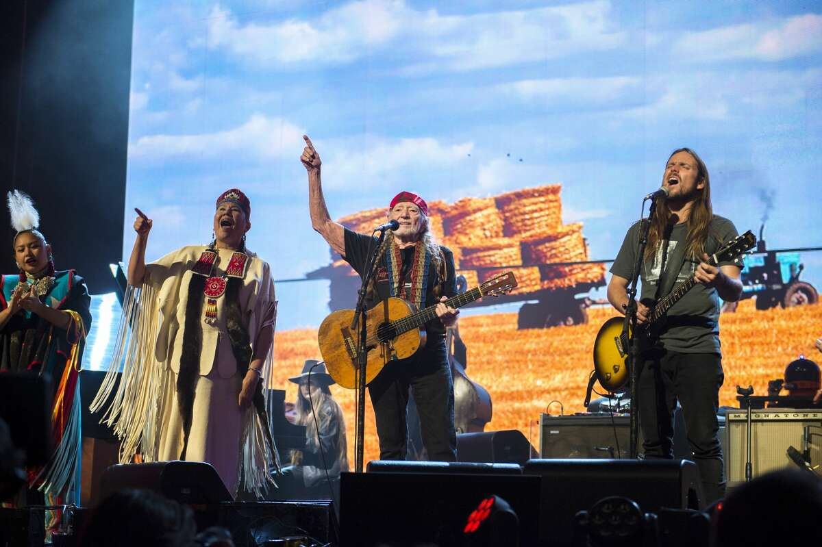 Willie Nelson (C) performs with Lukas Nelson (R) and the Wisdom Indian Dancers (L) at the Farm Aid Finale at the XFINITY Theatre in Hartford, Connecticut on September 22, 2018.