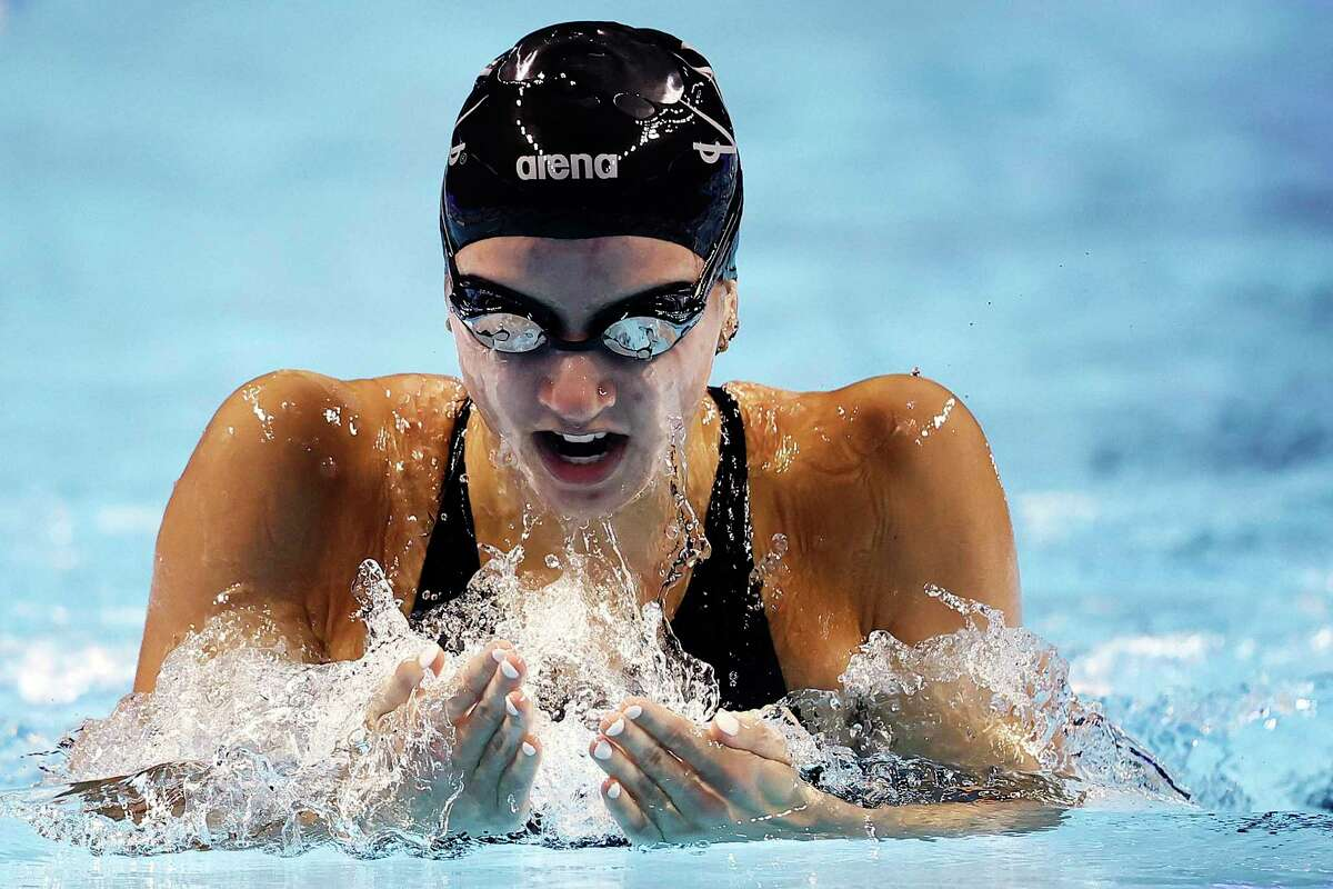 OMAHA, NEBRASKA - JUNE 15: Kate Douglass of the United States competes in a semifinal heat for the Women's 200m Individual Medley during Day Three of the 2021 U.S. Olympic Team Swimming Trials at CHI Health Center on June 15, 2021 in Omaha, Nebraska. (Photo by Tom Pennington/Getty Images)