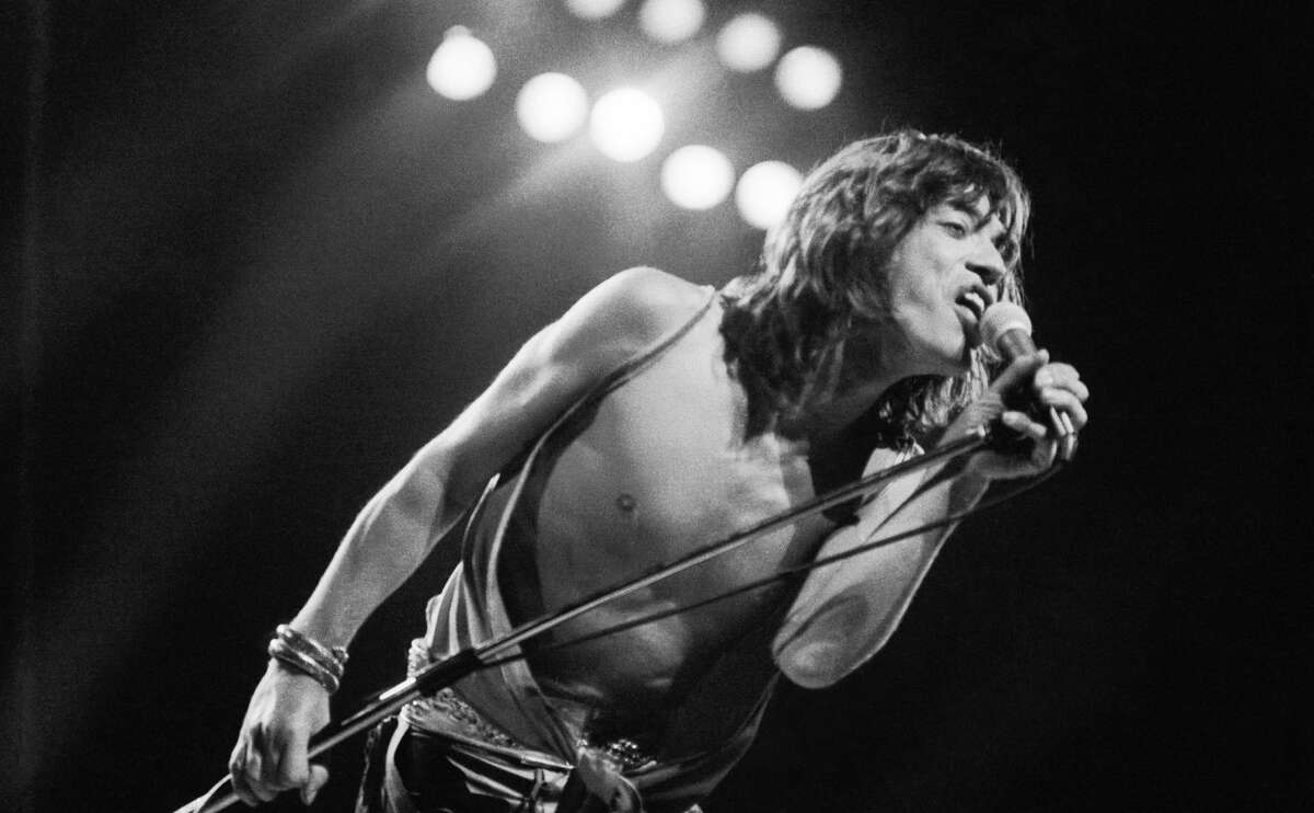 Mick Jagger performing with the Rolling Stones at the Knebworth Festival, Hertfordshire, 21st August 1976. (Photo by Graham Wood/Evening Standard/Hulton Archive/Getty Images)