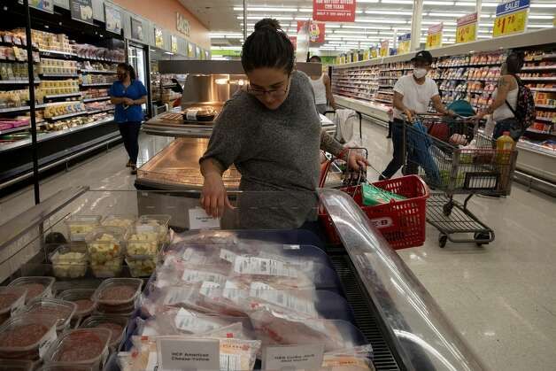 Brittany Aguirre shops for food after her nightly workout. Eating healthy food and working out are two things that have helped to keep her sober as she builds her new life. Photo: Jessica Phelps/San Antonio Express-News / **MANDATORY CREDIT FOR PHOTOG AND SAN ANTONIO EXPRESS-NEWS/NO SALES/MAGS OUT/TV  © 2021 San Antonio Express-News