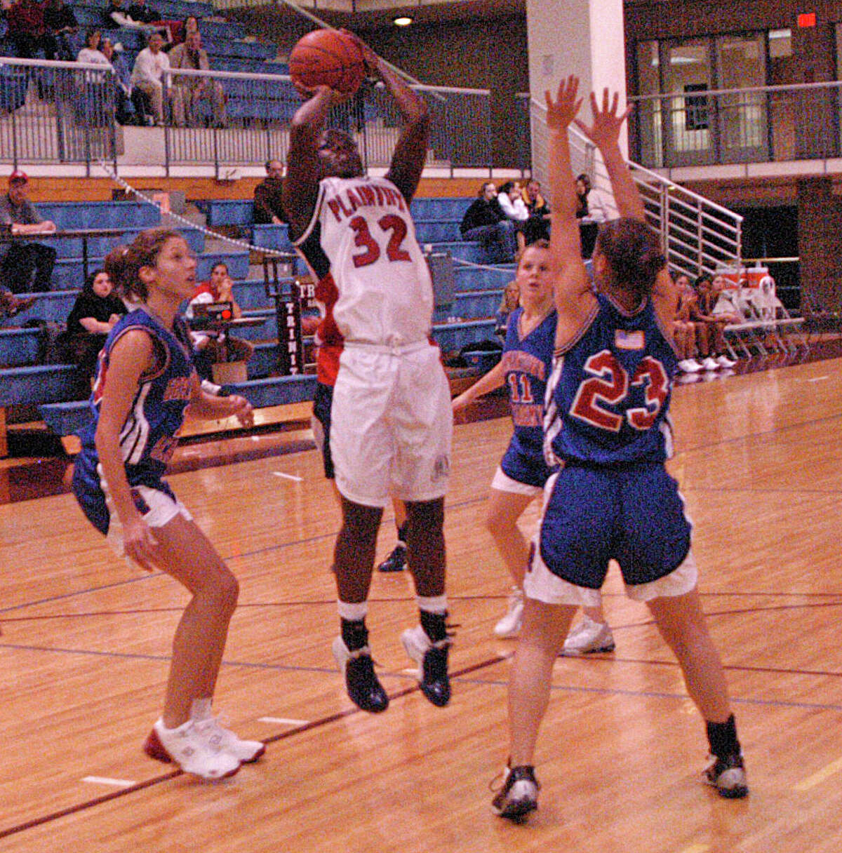 With Alesha Robertson sidelined, Tojjinay Thompson stepped into the spotlight and excelled for Plainview.