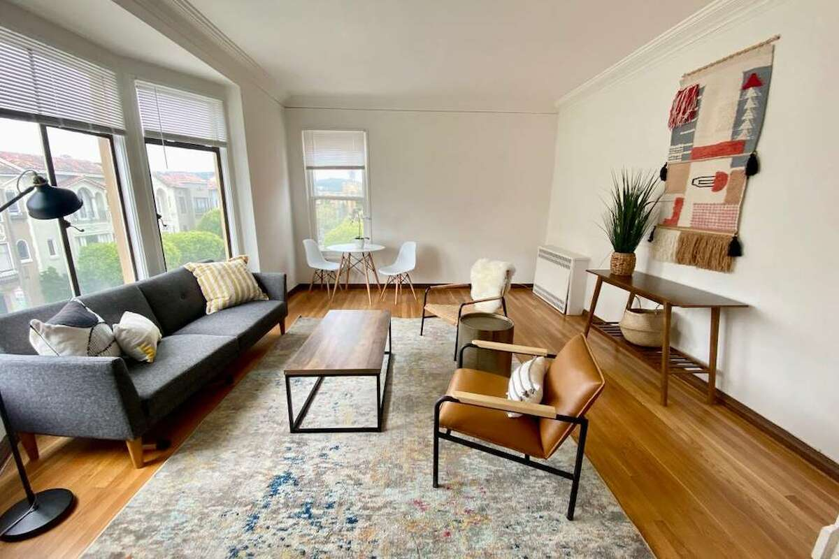 It's located in a prime Marina location, just blocks from the Presidio, Crissy Field as well as Chestnut Street shopping.