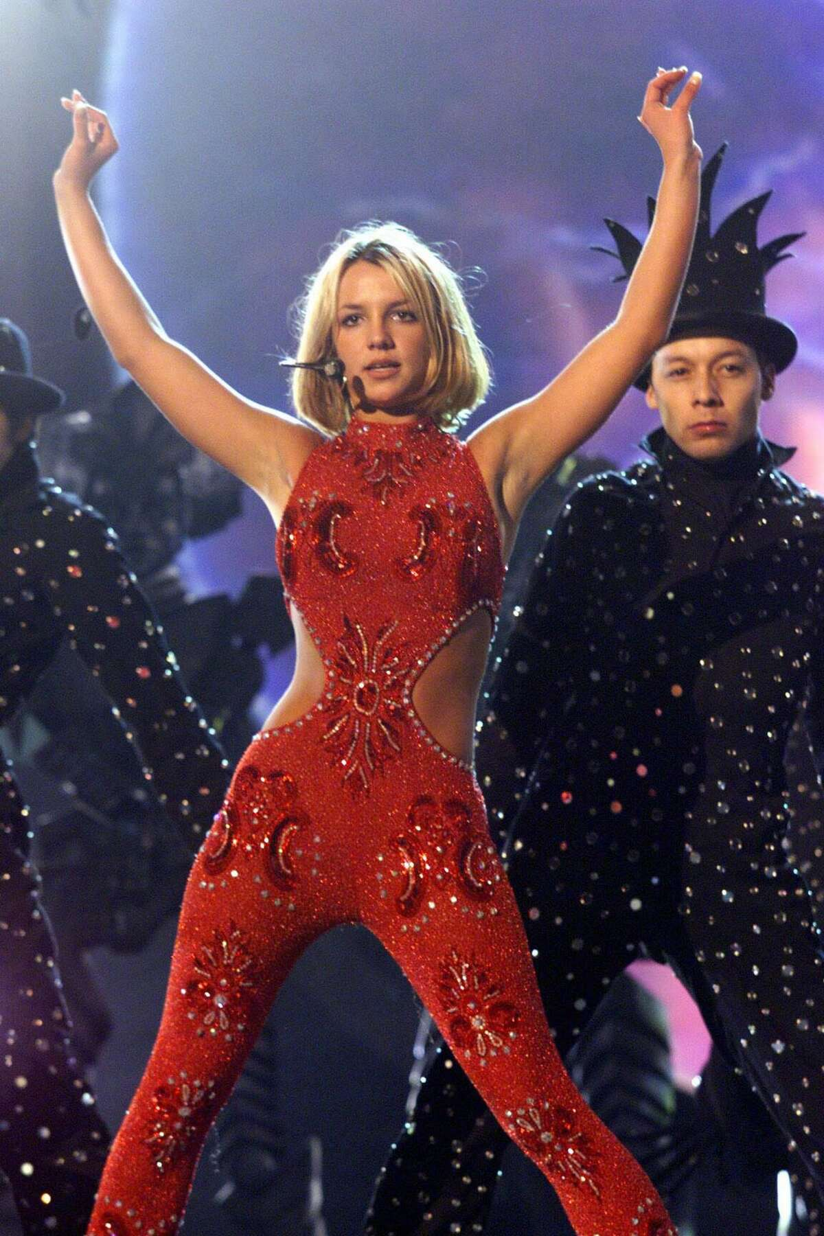 LOS ANGELES - FEBRUARY 24: American pop star Britney Spears performs on stage at the Grammy Awards 2000 on February 24, 2000 in Los Angeles, United States. (Photo by Dave Hogan/Getty Images)