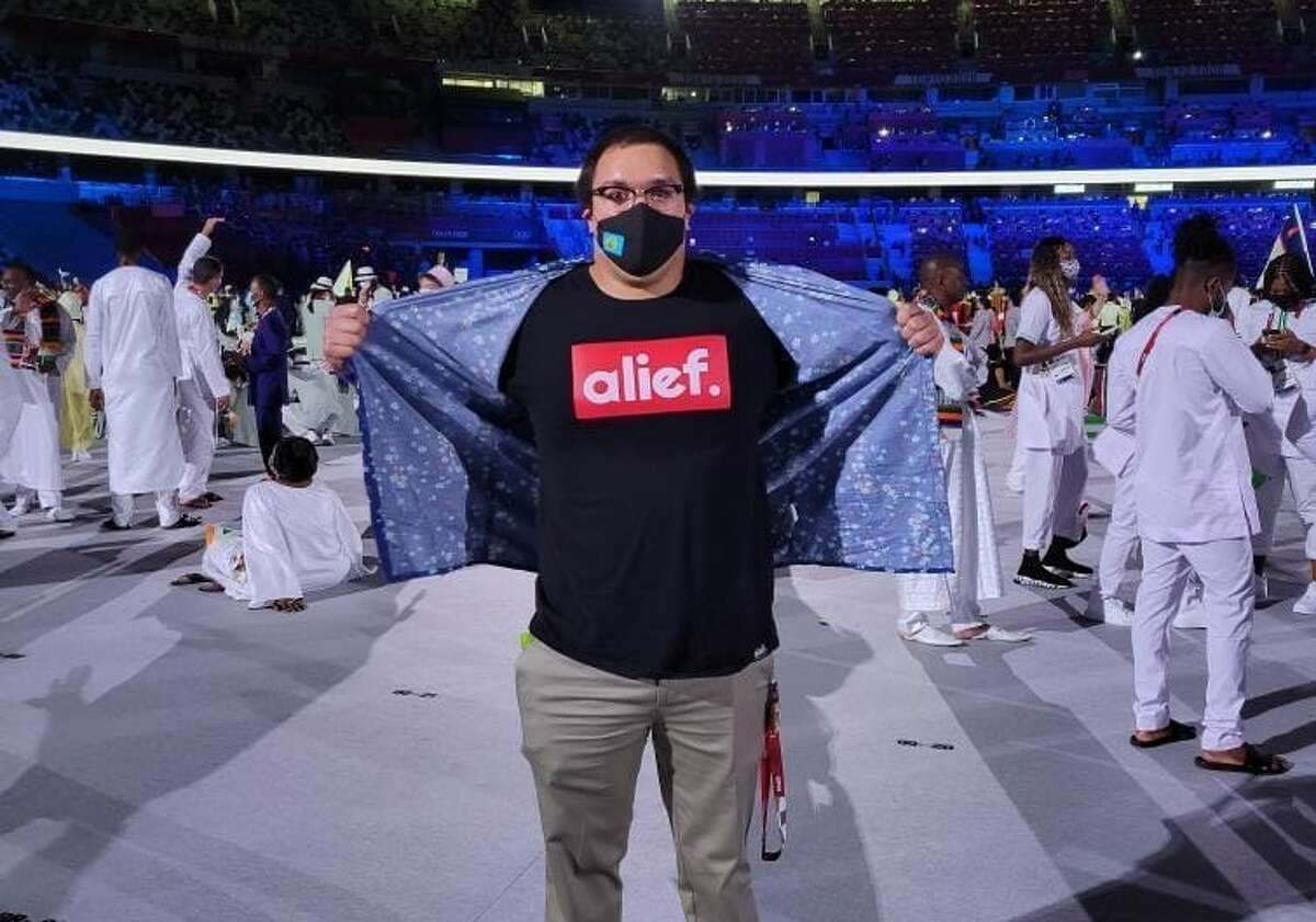 Olympic swimmer unveils Alief T-shirt