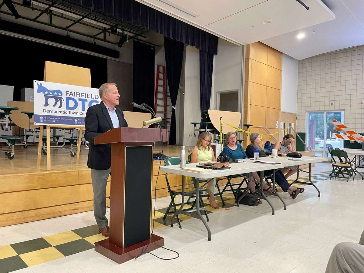 Fairfield Democratic Town Committee Chair, Steve Sheinberg, addresses DTC members during the Fairfield Democrats' 2021 nominating meeting.