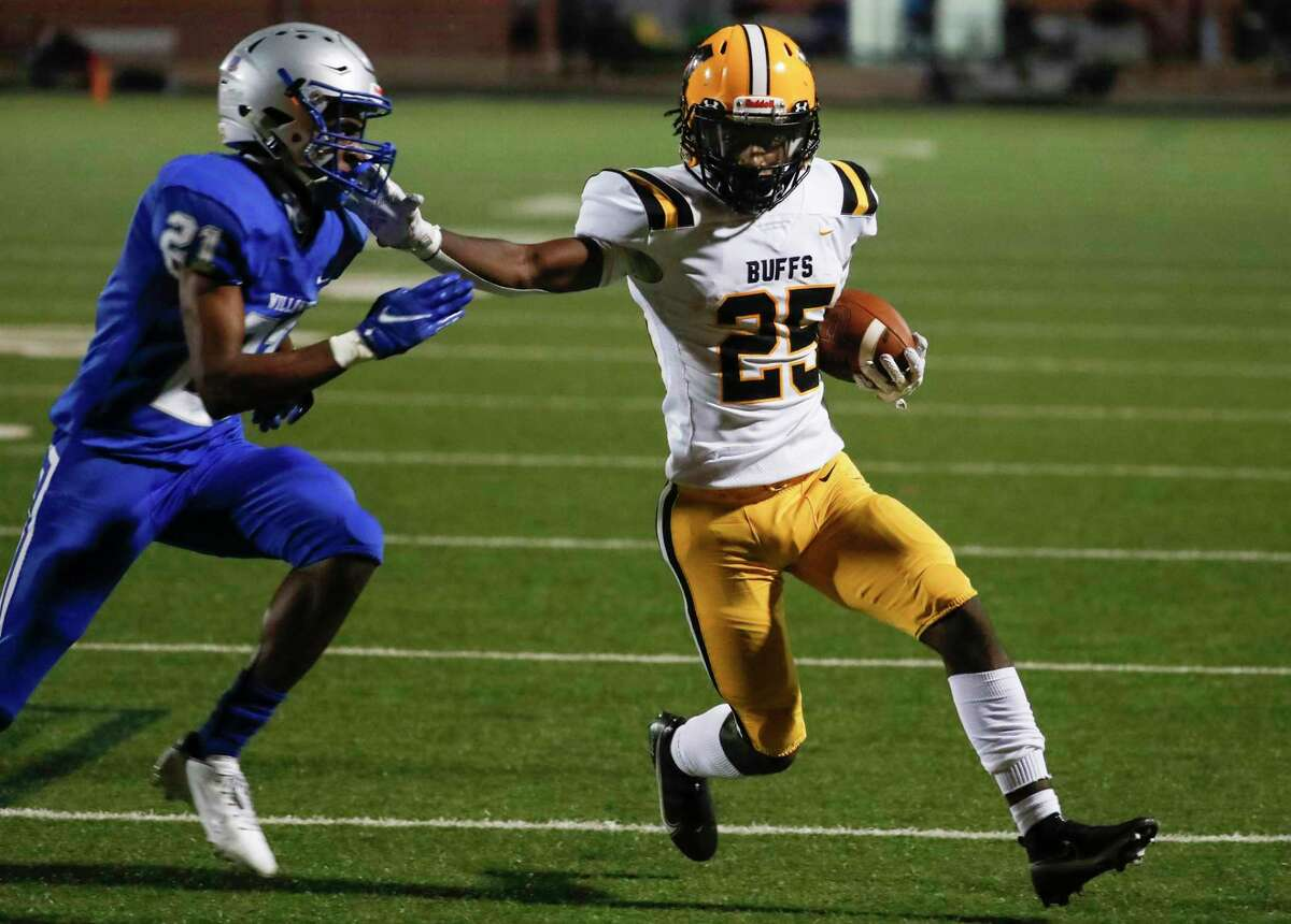 Fort Bend Marshall running back Aaron McGowen (25) runs around the end against Willowridge defensive back Kaleb Williams (21) during an 11-5A matchup at Hall Stadium Thursday, Nov. 12, 2020 in Missouri City.