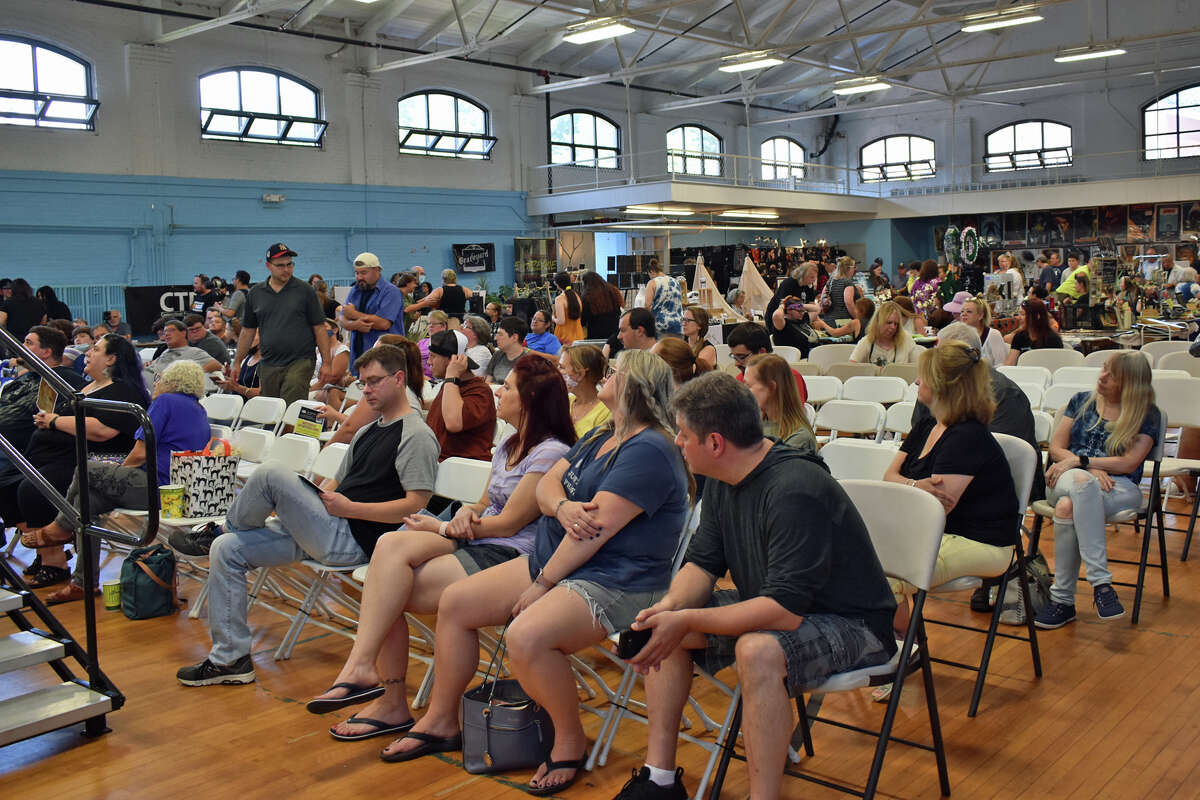 The First ParaConn Paranormal convention was hosted at the Ansonia Armory, in Ansonia, CT., on Saturday, July 24 and Sunday, July 25, 2021. The Event Featured paranormal investigators, seminars, panels, vendors, food trucks and exhibits. Were you SEEN?
