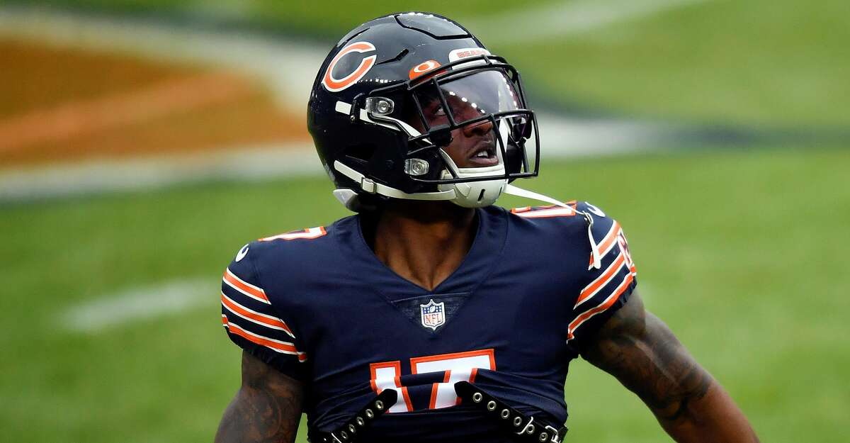 Anthony Miller #17 of the Chicago Bears warms up prior to the game against the Detroit Lions at Soldier Field on December 06, 2020 in Chicago, Illinois. (Photo by Quinn Harris/Getty Images)