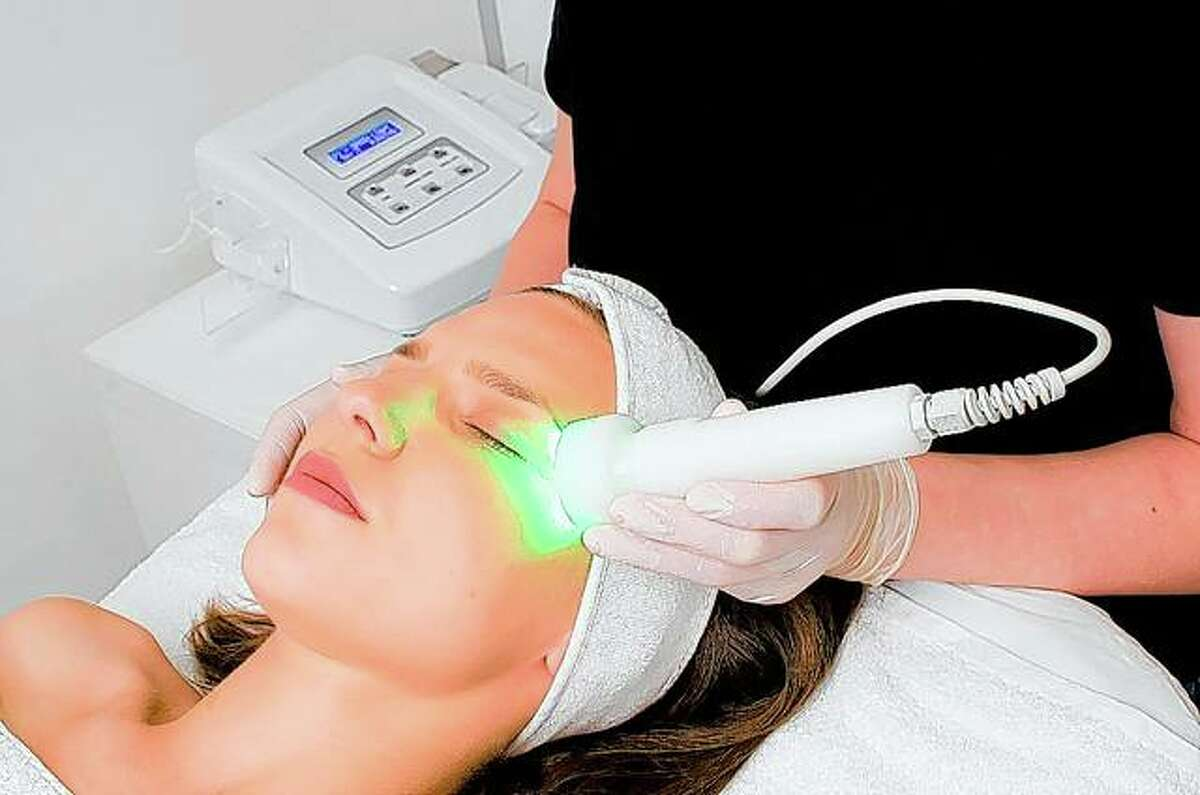 Pandemic-induced stress and anxiety have exacerbated problems for migraine sufferers, but green-light therapy is showing potential in relieving symptoms.