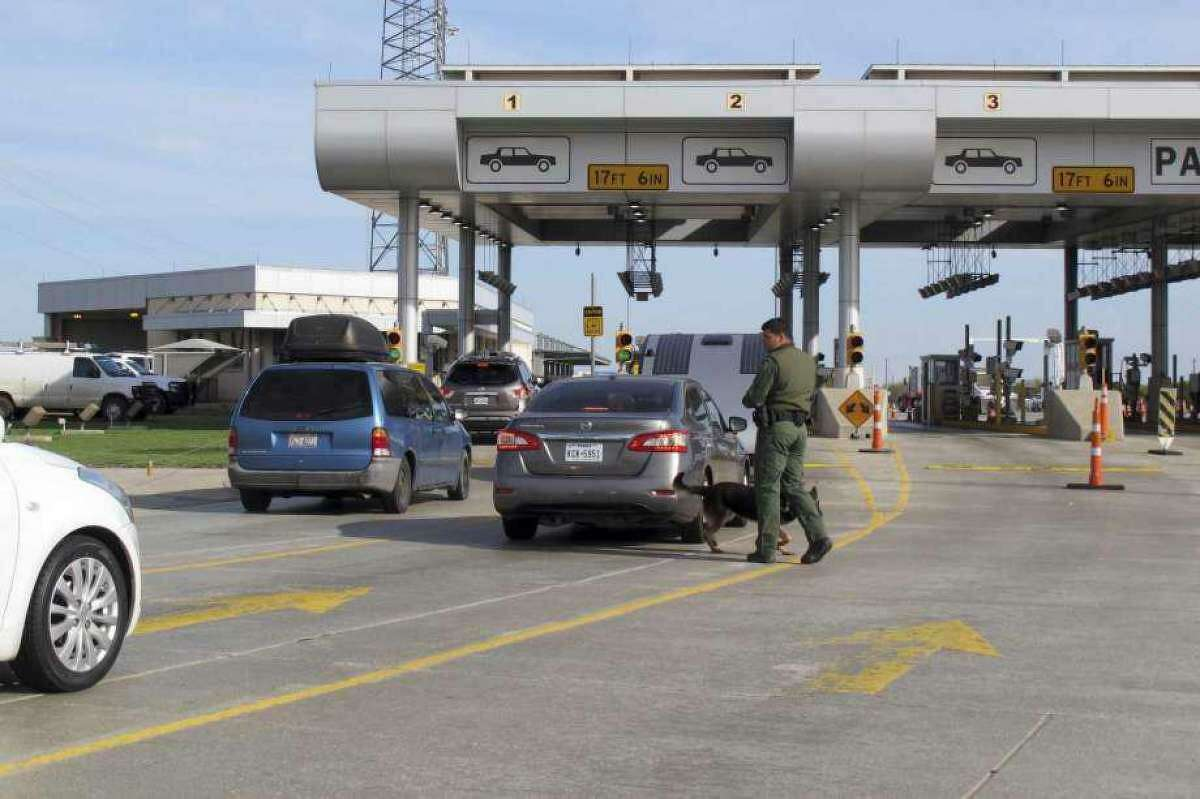 Pictured is the USBP checkpoint on Interstate 35 north of Laredo.