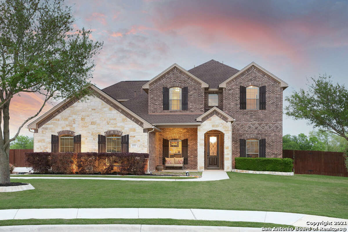 One very popular neighborhood in Schertz is Laura Heights Estates. It's located close to IH-10, Loop 1604, and less than 10 minutes to IH-35.