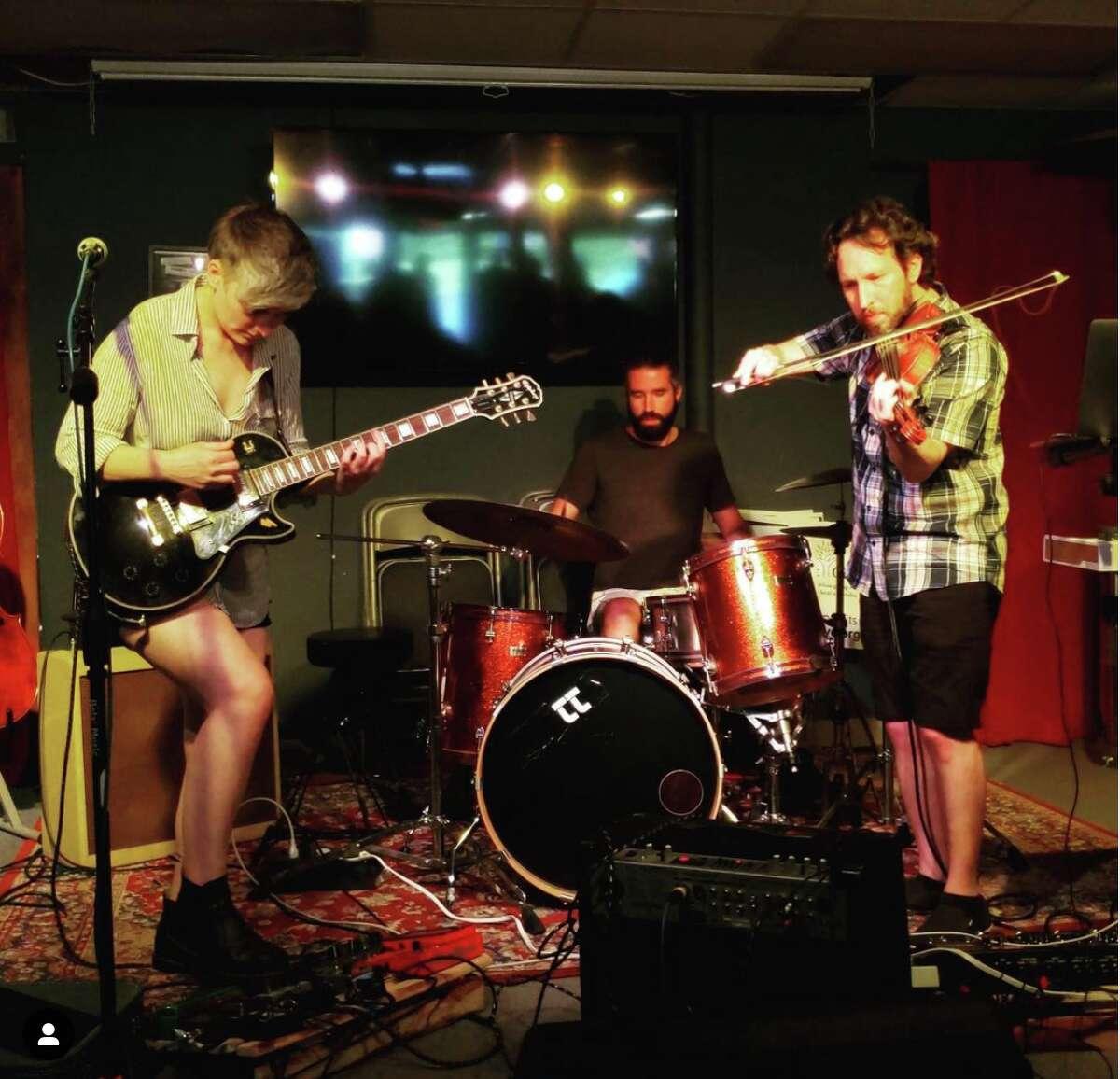 """La banda de New Haven, Olive Tiger, lanzará su nuevo álbum """"Ojos más suaves: Lado A"""" el 30 de julio."""