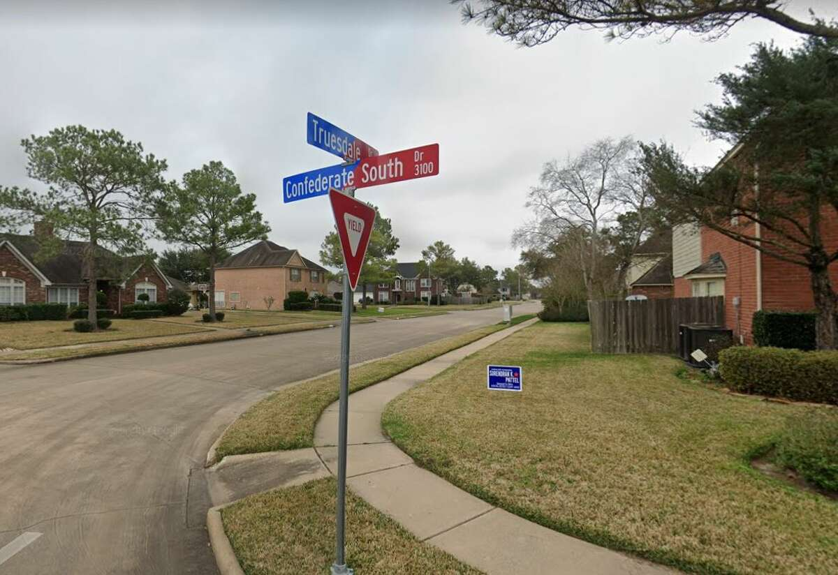 Missouri City is changing the name of Confederate Drive in its Vicksburg subdivision to Prosperity Drive.