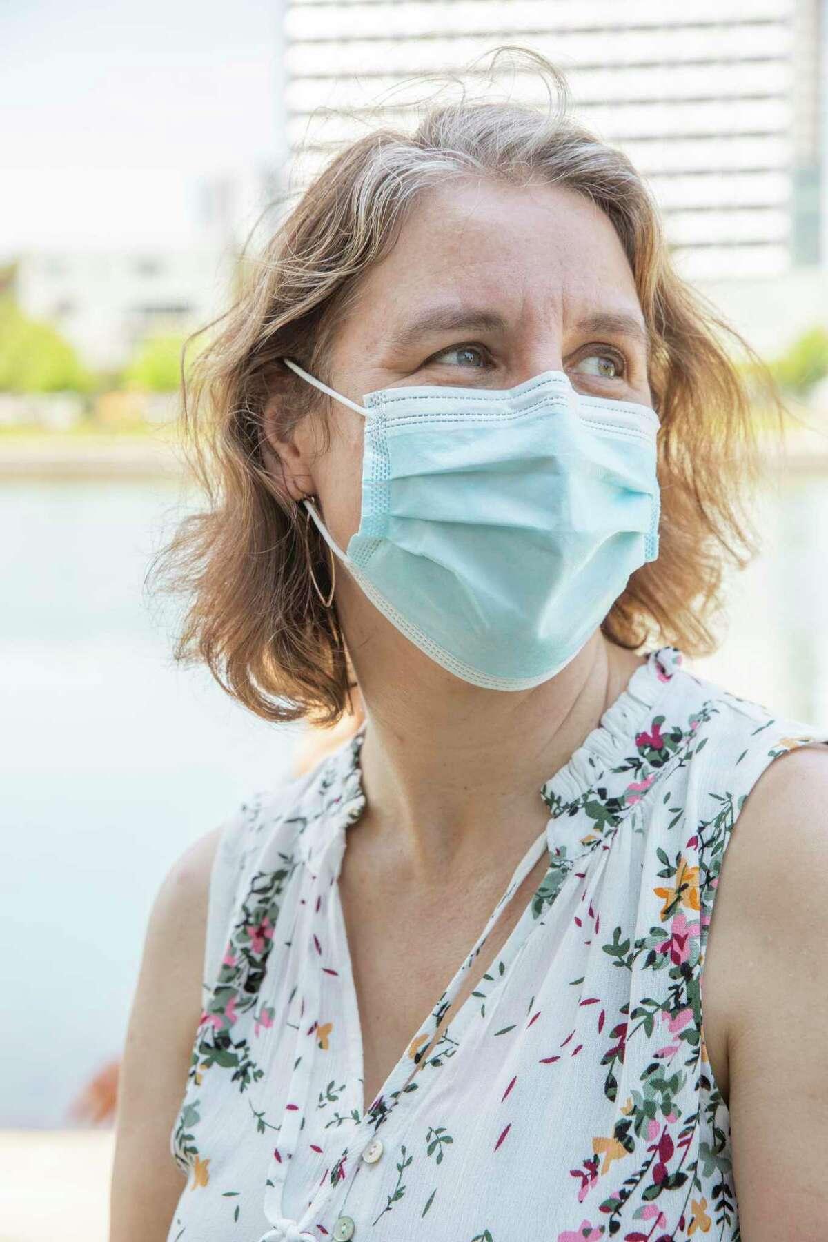 Claire Ramsay ha un figlio che è troppo giovane per essere vaccinato, quindi è più attenta di prima.