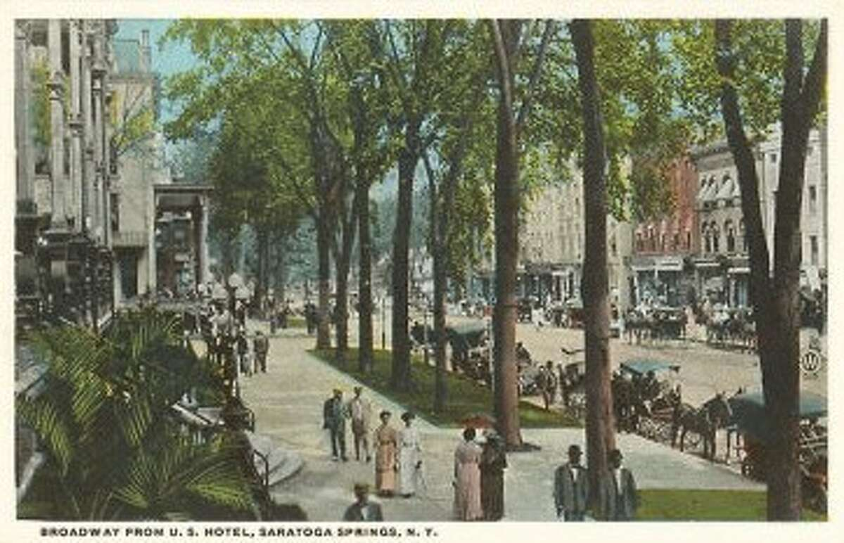 Postcard showing the United States Hotel along Broadway, Saratoga Springs.