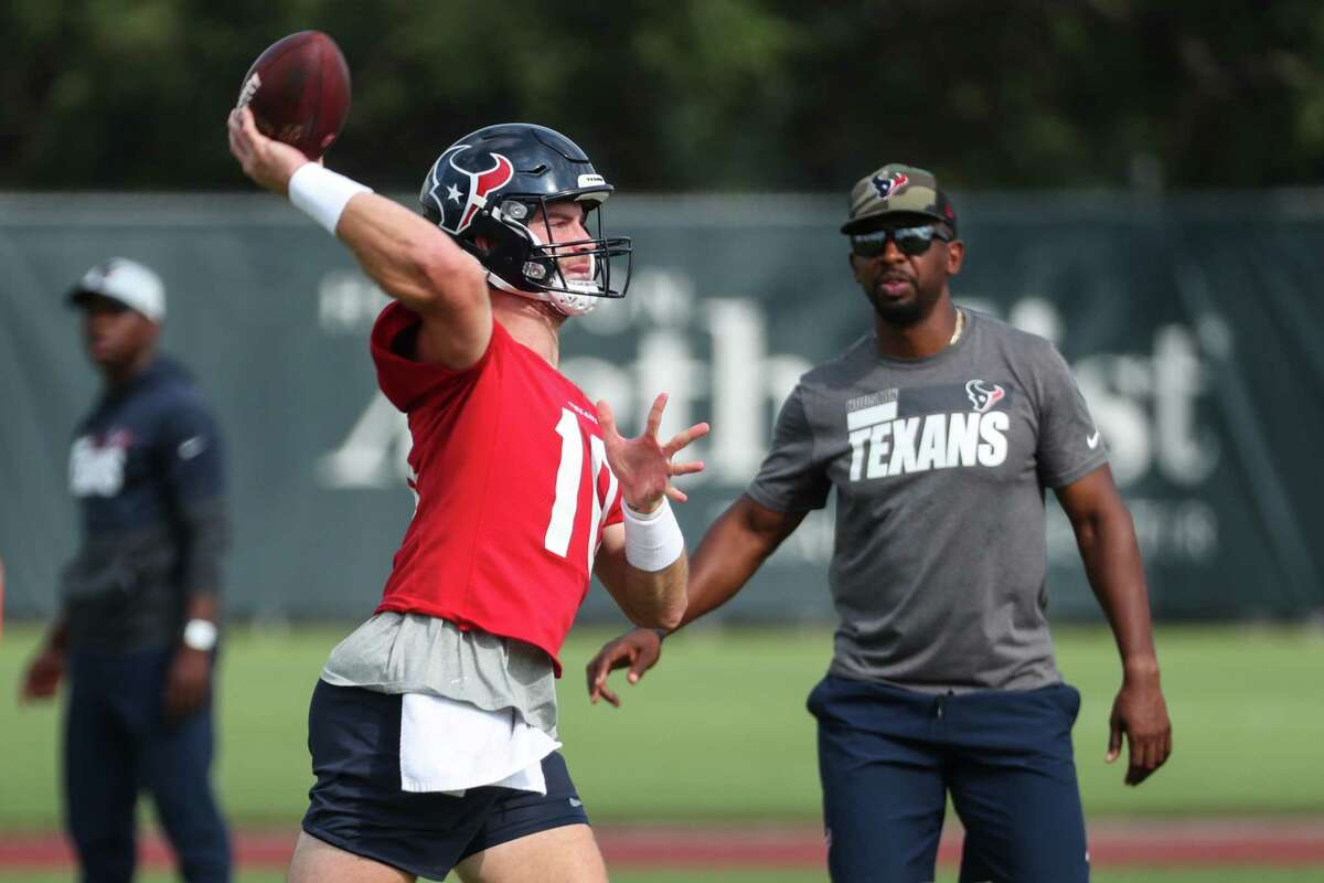 Passing game coordinator Pep Hamilton has helped Davis Mills get acclimated during his rookie season.