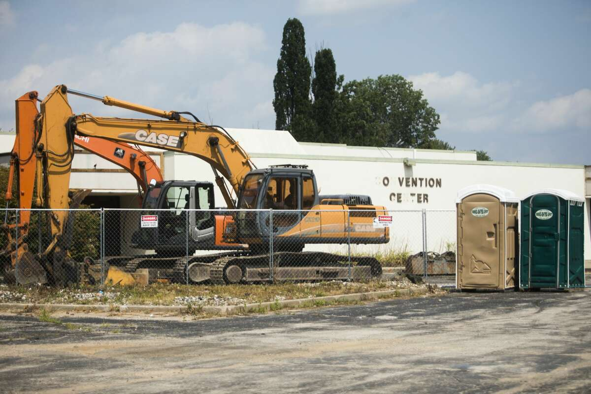 Demolition equipment is on site at the former Holiday Inn at the corner of West Wackerly and Eastman on Thursday, July 29, 2021. After failing to keep his promise to tear down the abandoned hotel by the end of July, owner Jeff Kern is appearing in court again Monday. (Katy Kildee/kkildee@mdn.net)