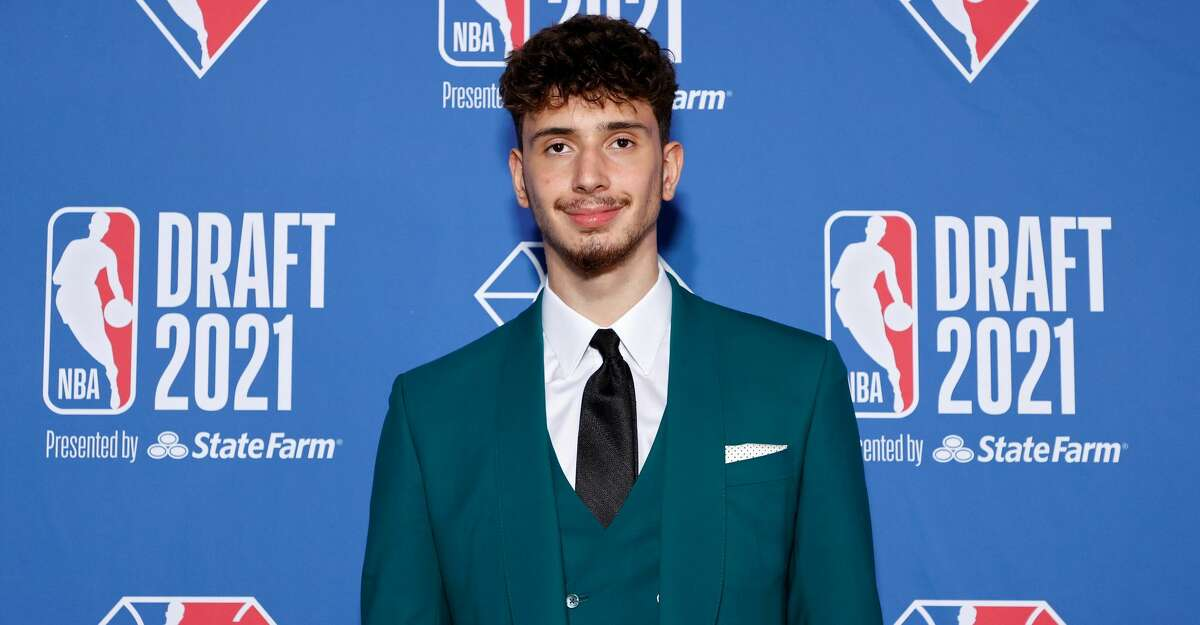Alperen Sengun poses for photos on the red carpet during the 2021 NBA Draft at the Barclays Center on July 29, 2021 in New York City. (Photo by Arturo Holmes/Getty Images)
