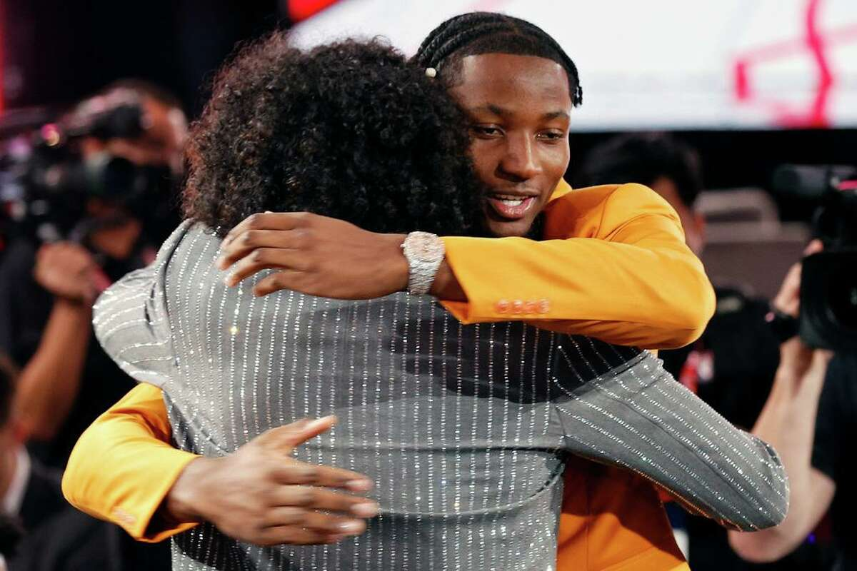 NEW YORK, NEW YORK - JULY 29: Jalen Green (L) and Jonathan Kuminga celebrate after Green was drafted by the Houston Rockets during the 2021 NBA Draft at the Barclays Center on July 29, 2021 in New York City. (Photo by Arturo Holmes/Getty Images)
