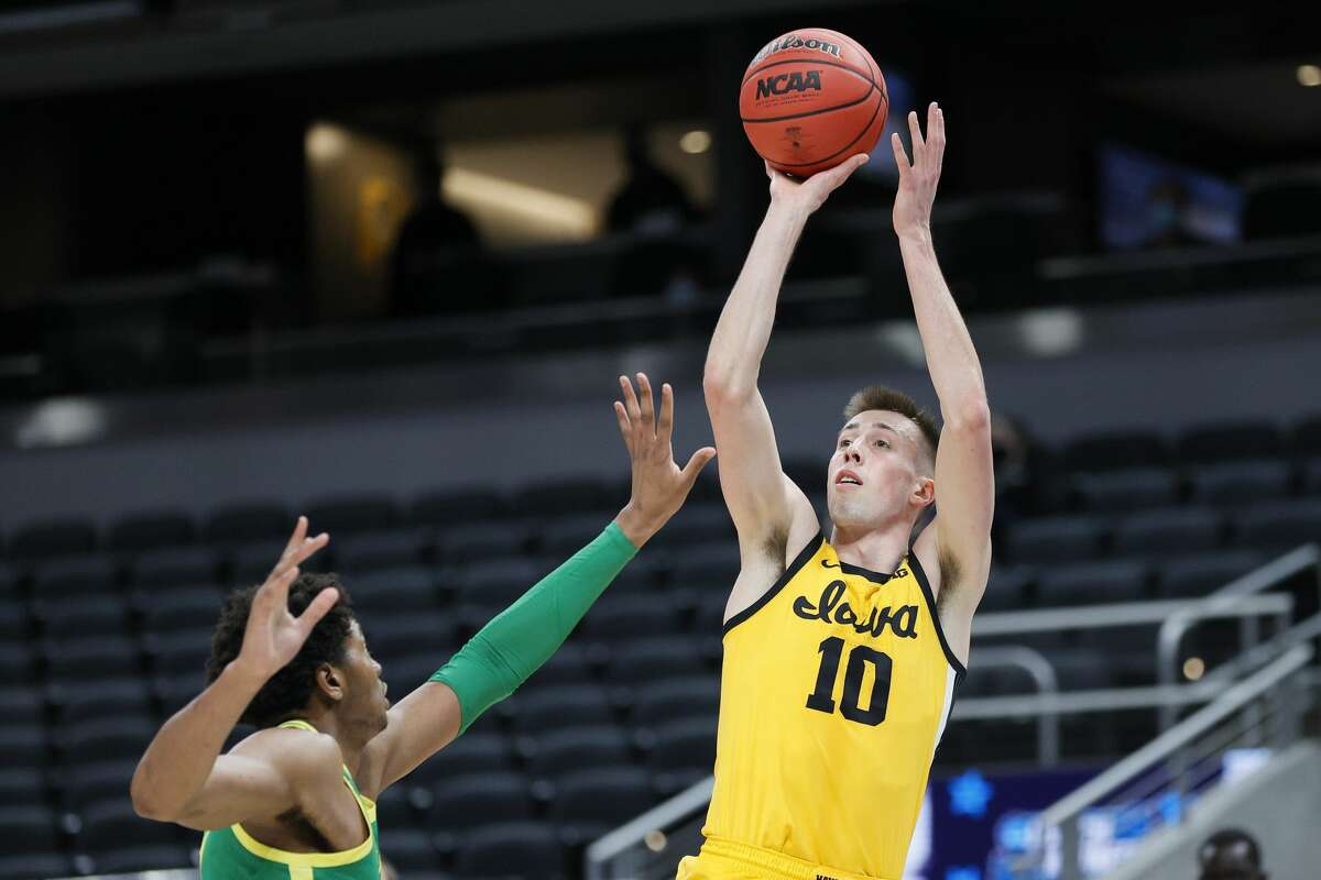 Joe Wieskamp #10 of the Iowa Hawkeyes shoots over Chandler Lawson #13 of the Oregon Ducks in the second round game of the 2021 NCAA Men's Basketball Tournament at Bankers Life Fieldhouse on March 22, 2021 in Indianapolis, Indiana. (Photo by Sarah Stier/Getty Images)