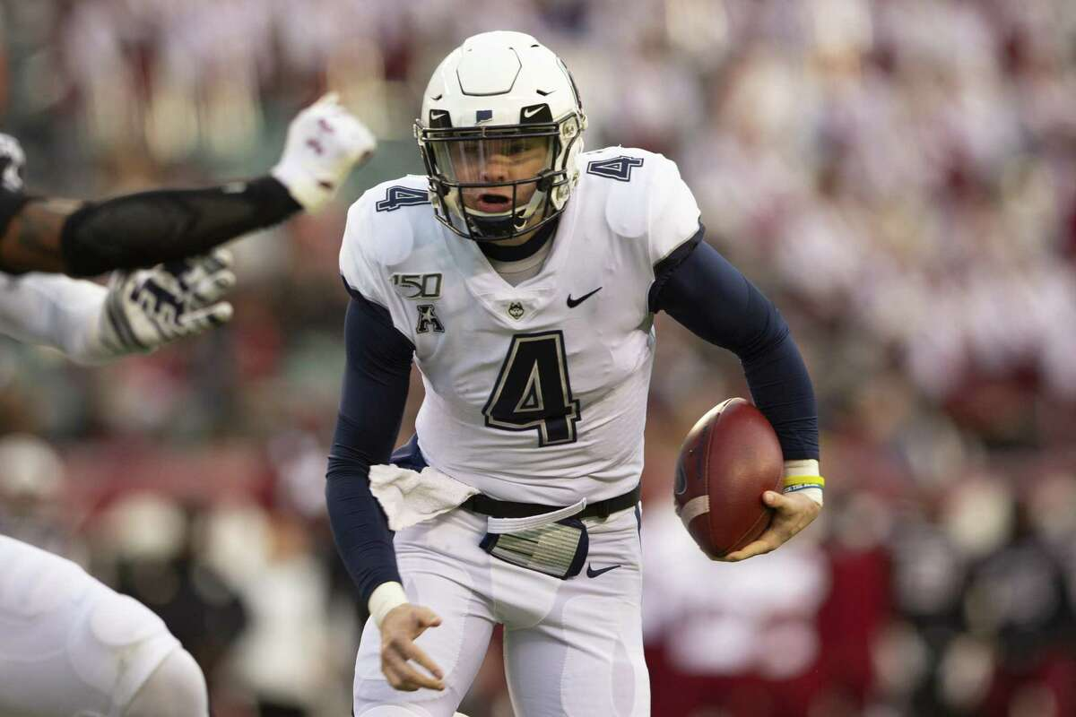 PHILADELPHIA, PA - NOVEMBER 30: Steven Krajewski #4 of the Connecticut Huskies runs the ball against the Temple Owls in the first quarter at Lincoln Financial Field on November 30, 2019 in Philadelphia, Pennsylvania. (Photo by Mitchell Leff/Getty Images)