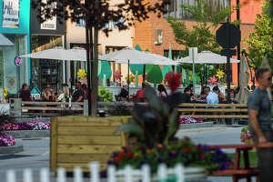Diners enjoy outdoor seating Thursday, July 29, 2021 in downtown Midland. (Katy Kildee/kkildee@mdn.net)