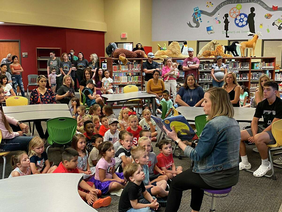 Magnolia ISD kindergarteners and parents meet with their teacher before school starts Aug. 11.