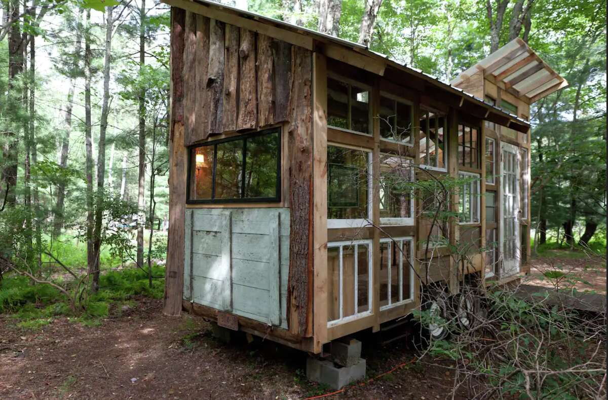 This tiny house is available for rent on Airbnb in the Catskills. View link.