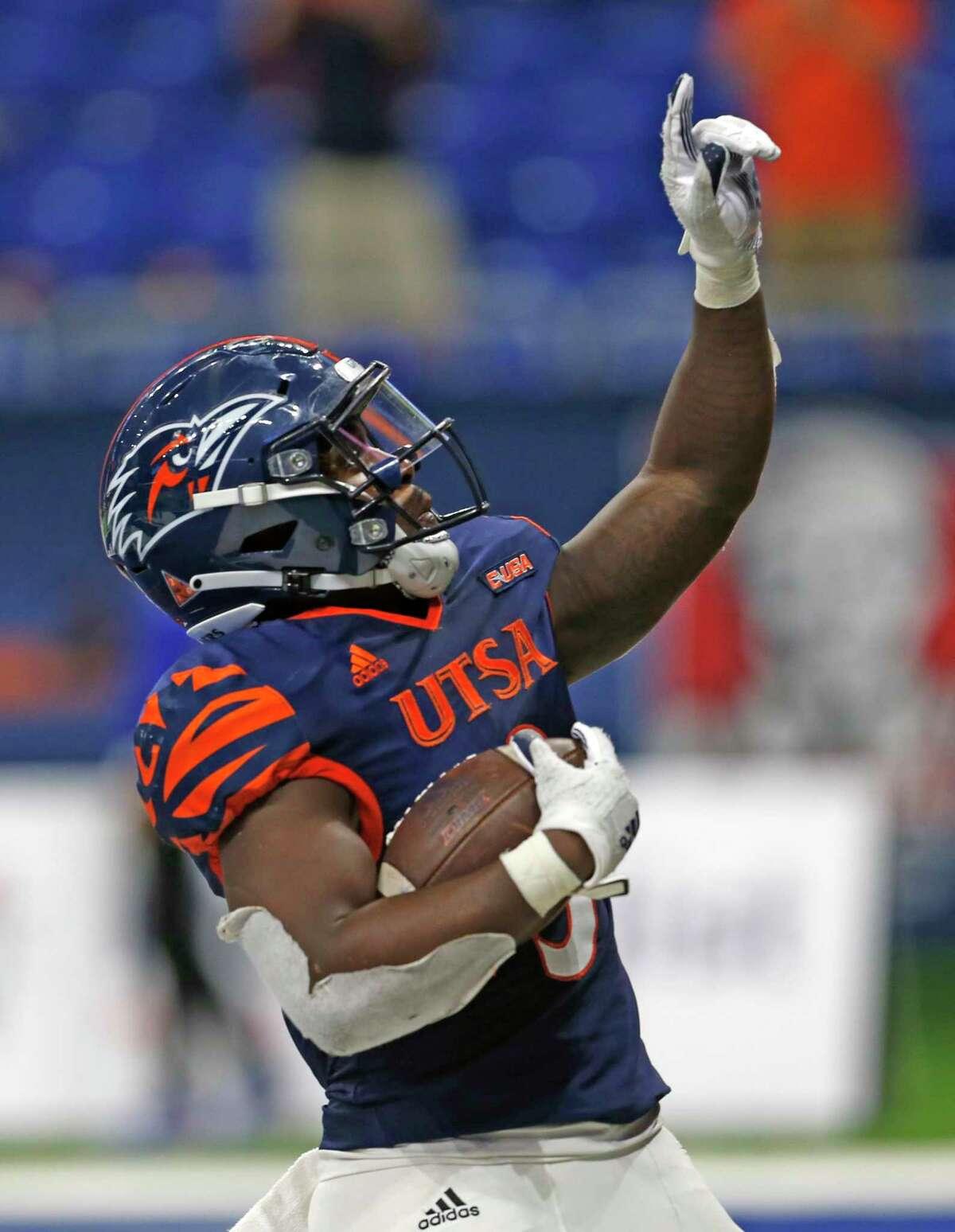 UTSA RB Sincere McCormick celebrates his winning touchdown on October 24, 2020 at the Alamodome. Final Score score UTSA 27 Louisiana Tech 26