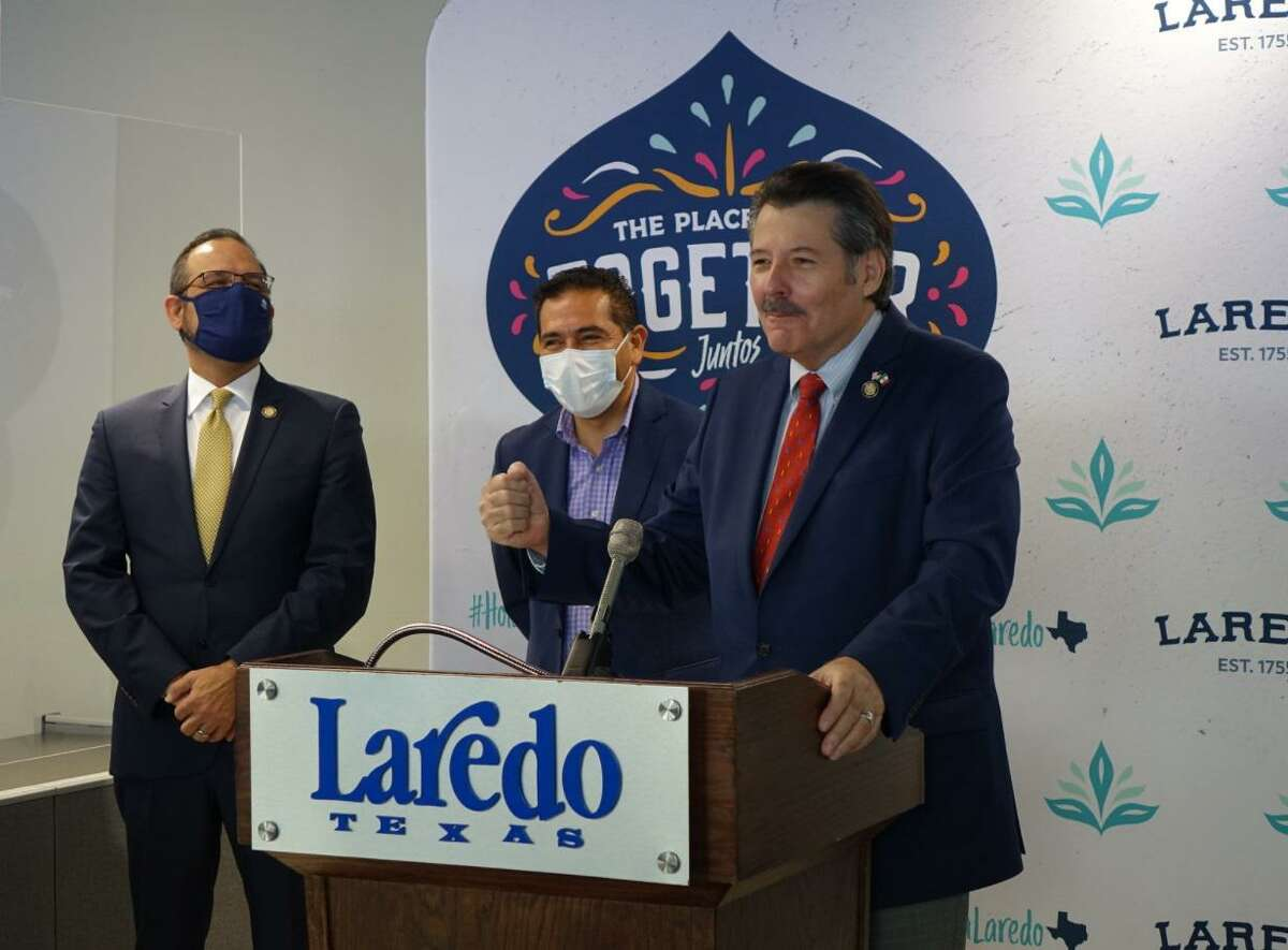 Mayor Pete Saenz speaks as the city welcomes a delegation from the City of San Mateo Atenco, Estado de Mexico.