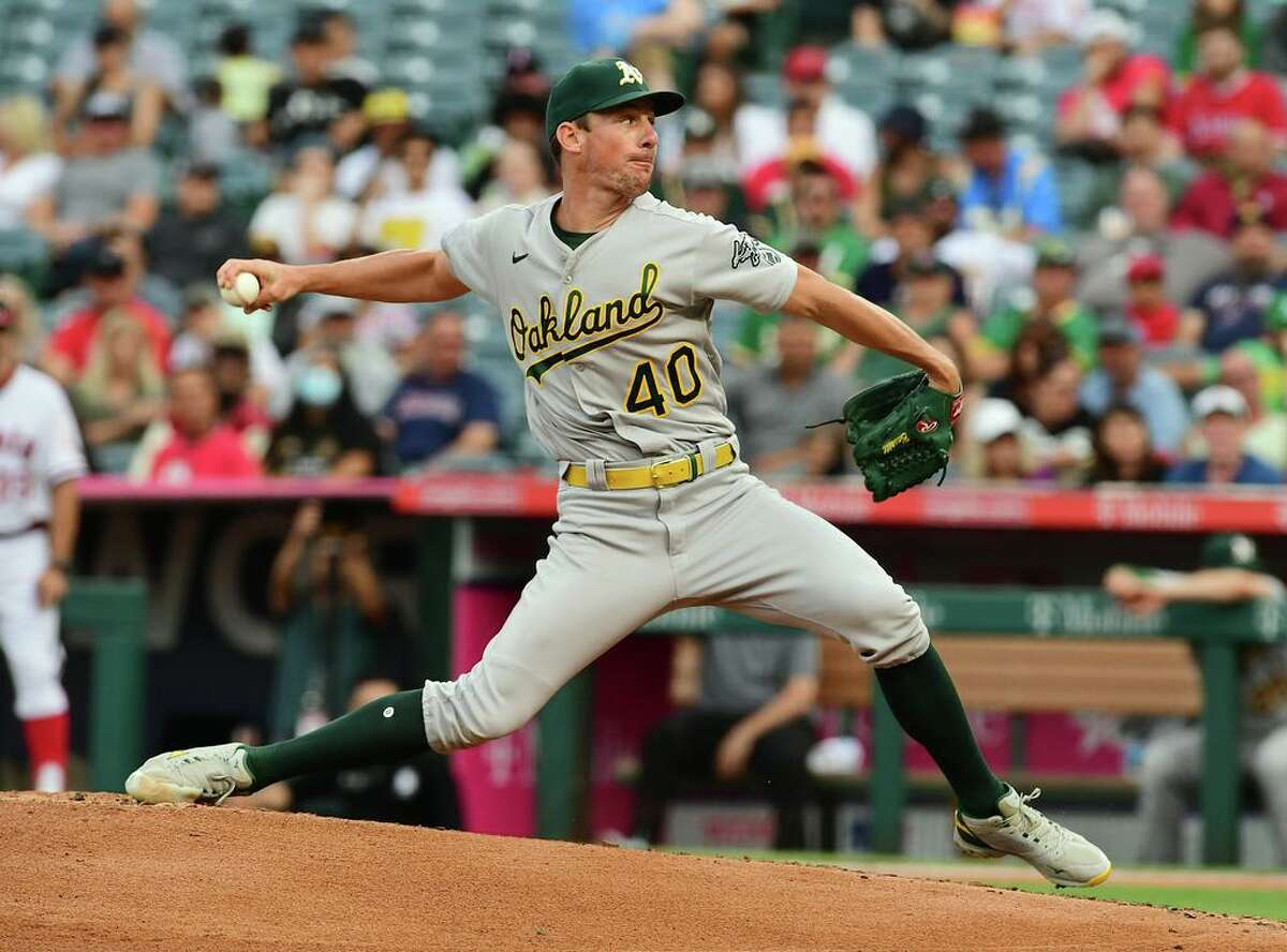 ANAHEIM, CA - JULY 30: Oakland Athletics pitcher Chris Bassitt (40) pitching during the first inning of a game against the Los Angeles Angels played on July 30, 2021 at Angel Stadium in Anaheim, CA. (Photo by John Cordes/Icon Sportswire via Getty Images)