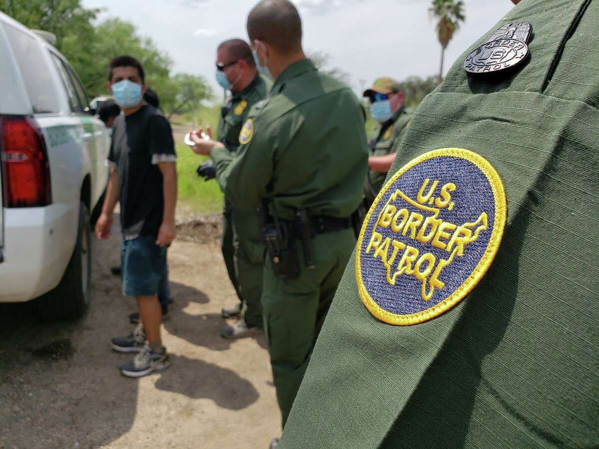 The U.S. Border Patrol caught a group of migrants who crossed the Rio Grande on Thursday in northwest Laredo.