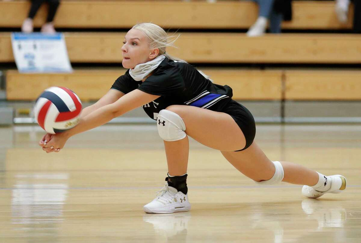 New Caney defensive libero Lacy Hester (7) returns a serve during the first set of a non-district high school volleyball match at Grand Oaks High School, Tuesday, Sept. 22, 2020, in Spring.