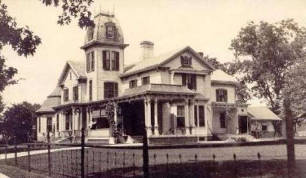 Five ghost hunts are planned at the Cheney Mansion in Jerseyville.