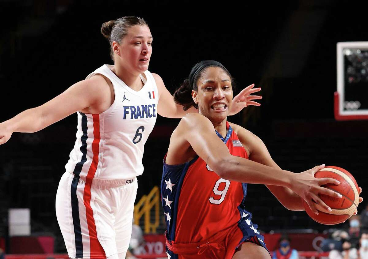 SAITAMA, JAPAN - AUGUST 02: A'Ja Wilson #9 of Team United States drives to the basket against Alexia Chartereau #6 of Team France during the first half of a Women's Basketball Preliminary Round Group B game on day ten of the Tokyo 2020 Olympic Games at Saitama Super Arena on August 02, 2021 in Saitama, Japan. (Photo by Gregory Shamus/Getty Images)