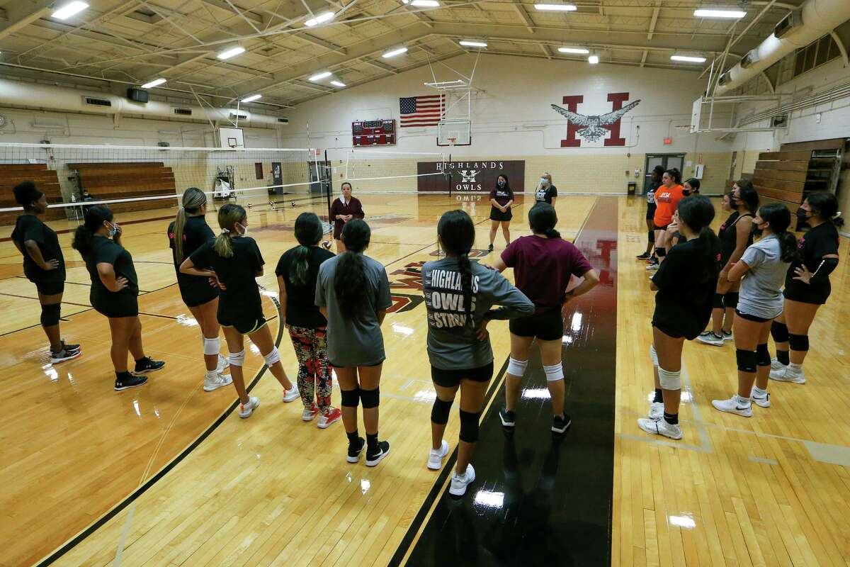 Highlands' volleyball coach Desiree Lara, top left, talks to the Lady Owls at the beginning of their first day of fall practice in the school's gym on Monday, Aug. 2, 2021.