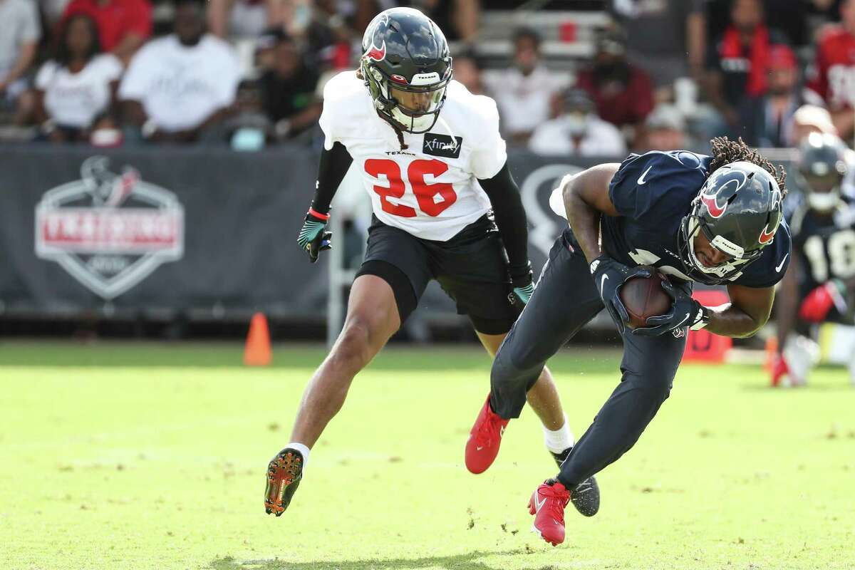 The Texans will start Vernon Hargreaves (26) and Terrance Mitchell at cornerback in Sunday's season opener.